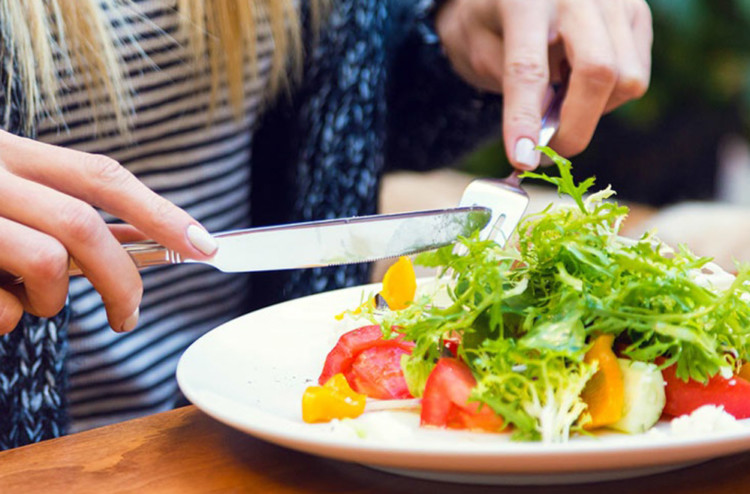How to Eat Well When You Eat Out