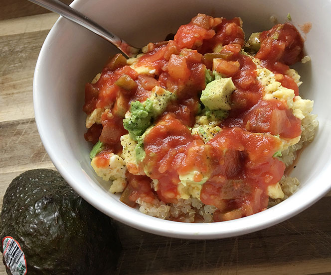 EGG AND QUINOA BREAKFAST SCRAMBLE